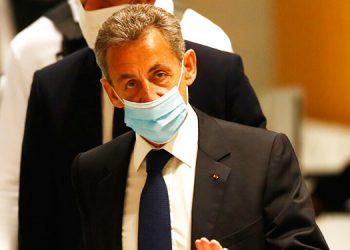 Tribunal ordena un año de cárcel a expresidente Sarkozy por corrupción