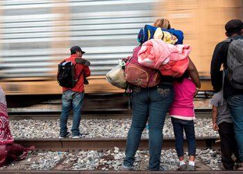 EEUU confirma que acabará con detenciones prolongadas de familias migrantes