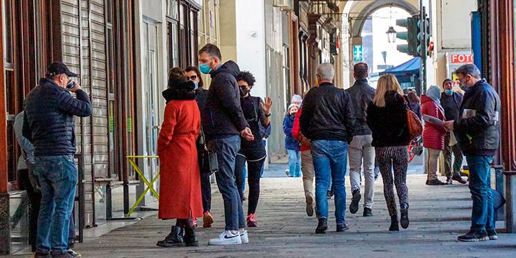 Italia suspende por precaución otro lote de AstraZeneca