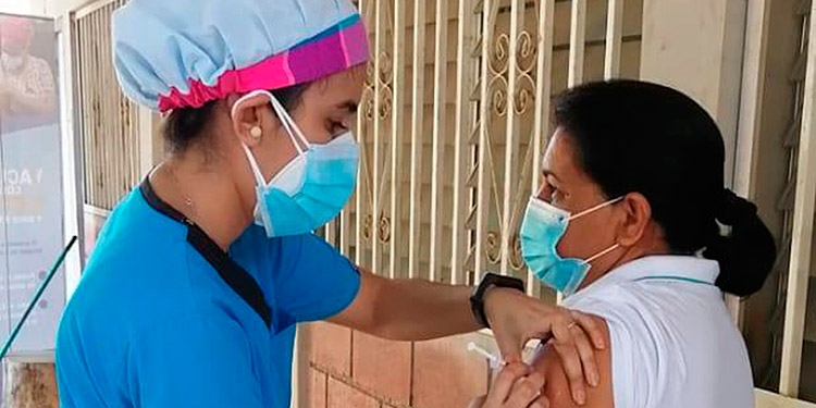 De las 1,750 del personal de Salud a vacunar, el 98 por ciento ya están inmunizados.