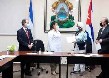 CN entrega diploma de reconocimiento a Brigada Médica de Cuba por su apoyo durante la pandemia