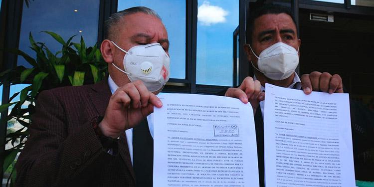 Los abogados Octavio Pineda y Javier Sandoval acudieron en amparo al TJE.