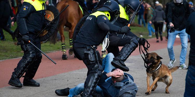 Surgen protestas en Holanda contra restricciones anticovid