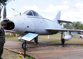 Solamente tres países operaron este modelo de avión, siendo Honduras el último, en 1976; ahora exhibido en el Museo del Aire.