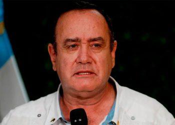 Presidente de Guatemala viaja a España y luego irá a la Cumbre Iberoamericana