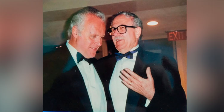Anthony Hopkins con Jacobo Goldstein en 1997.