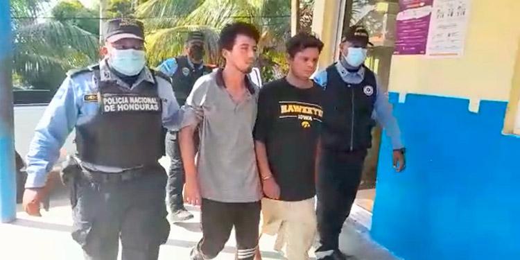 José Enrique Zamora Funes (22) y Edwin Eduardo Flores Sánchez (36) fueron detenidos por el asesinato de Marcos Escobar Rosales.