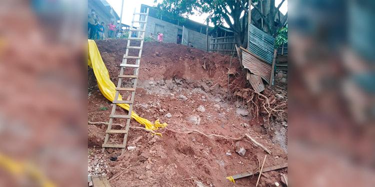 Al borde del abismo y en zonas propensas a deslizamientos, los habitantes de la colonia 3 de Mayo peligran con cada lluvia.