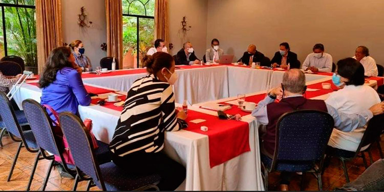 En el encuentro, participaron representantes del Partido Innovación y Unidad Social Demócrata (PINU-SD).