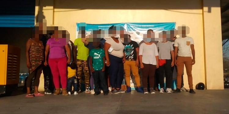 Los 18 migrantes que fueron detenidos por las autoridades de migración son originarios de Cuba y Haití.