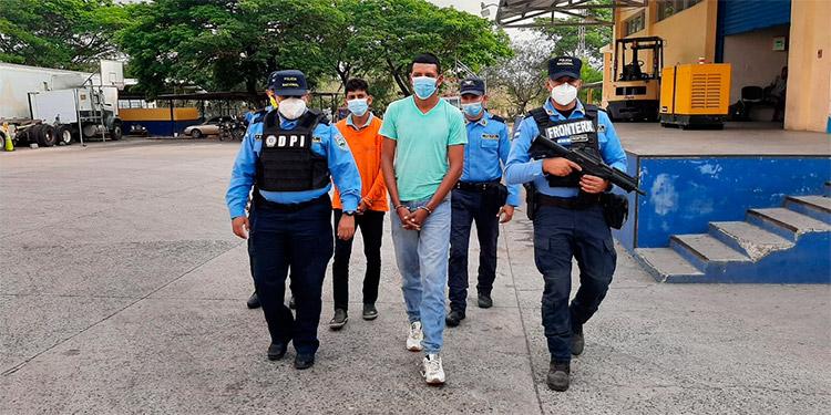 Los sospechosos serán presentados ante la Fiscalía de turno de la zona sur, para que se continúe con el proceso legal en su contra.