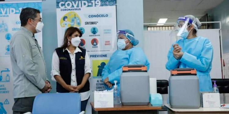 Con las próximas vacunas que llegarán al país se continuará la inoculación de los trabajadores de la salud.