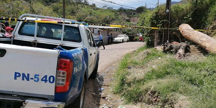 """El conductor solo fue identificado con el seudónimo """"Chaca"""", quien intentó huir de sus atacantes, pero le fue imposible por la ráfaga de tiros en su contra."""