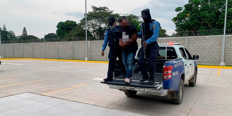El detenido junto a la evidencia fue llevado a la Fiscalía del Ministerio Público para continuar con el proceso legal correspondiente.