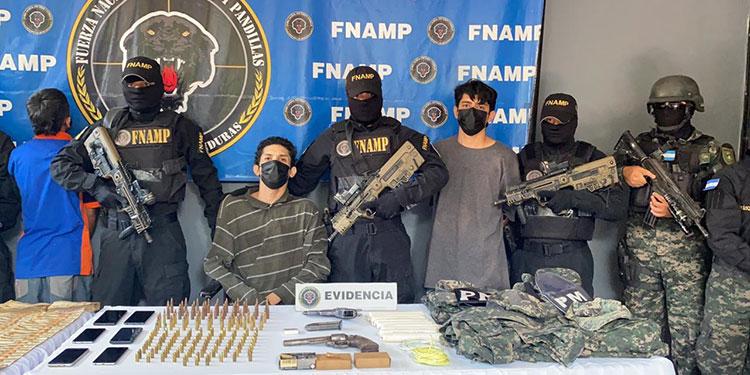 Los imputados serán acusados por los delitos de tráfico de drogas, tenencia de armas de fuego de uso comercial, tenencia de municiones de uso comercial y prohibida.