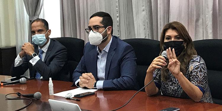 El anuncio fue hecho por el presidente de AstraZeneca Centroamérica y Caribe, Rafael Mendoza; el ministro de Salud, Marco Midence y la titular de Salud, Alba Flores.