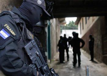 """Los antipandillas se han adentrado en las guaridas de """"maras"""", que aterrorizan a pobladores de barrios y colonias."""