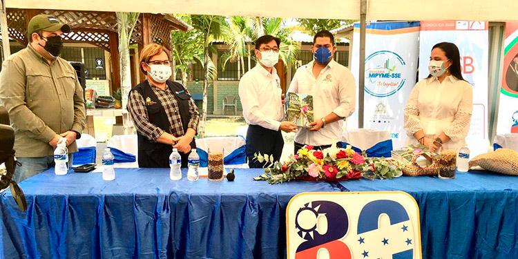 La embajada de Taiwán coopera con la Cámara de Comercio e Industrias de Santa Bárbara en la realización del Festival de Café de Santa Bárbara.