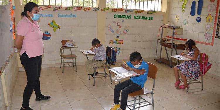 El Centro Cristiano de Educación Llamado Eterno creó jornadas de dos horas para dar clases a los alumnos de tres en tres.