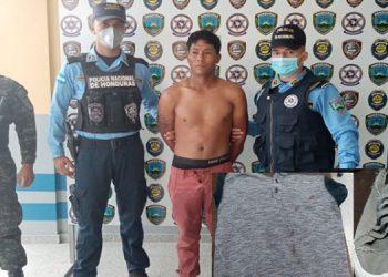 El sospechoso Orlin Alejandro Redondo Girón fue trasladado a la Fiscalía junto con la vestimenta ensangrentada.