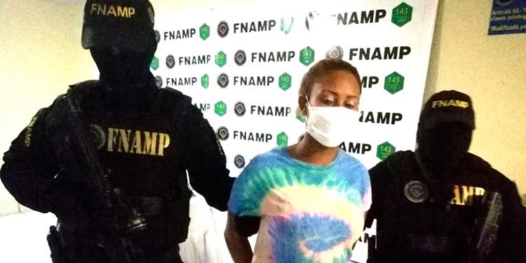 """A Andrea Nicole Reyes Méndez (19), alias """"La Negra"""", le decomisaron varios paquetes de marihuana."""