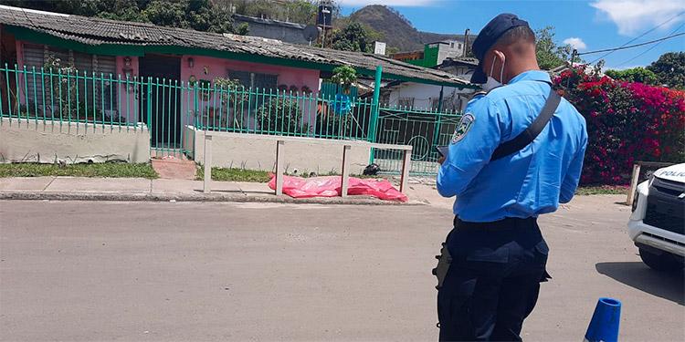 Según algunos pobladores y moradores, el occiso se dedicaba a asaltar a los peatones, con un arma de fuego.