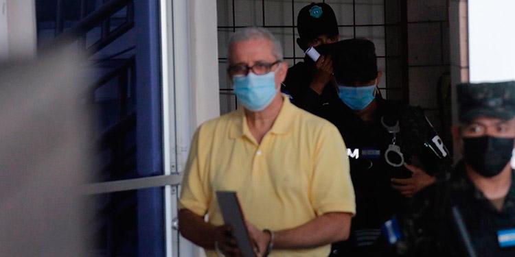 El doctor y exdirector del IHSS, Mario Zelaya, tiene dos sentencias absolutorias a su favor, pero por otros procesos se mantiene recluido en el primer batallón.