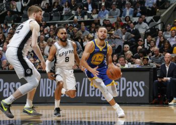 SAN ANTONIO, TX - MARCH 18: Stephen Curry #30 of the Golden State Warriors drives to the basket against the San Antonio Spurs on March 18, 2019 at the AT&T Center in San Antonio, Texas. NOTE TO USER: User expressly acknowledges and agrees that, by downloading and or using this photograph, user is consenting to the terms and conditions of the Getty Images License Agreement. Mandatory Copyright Notice: Copyright 2019 NBAE   Chris Covatta/NBAE via Getty Images/AFP