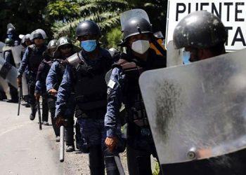 A mediados de enero, cientos de policías y militares en el este de Guatemala, cerca de la frontera con Honduras, hicieron retroceder con gases y garrotazos a una caravana de migrantes.
