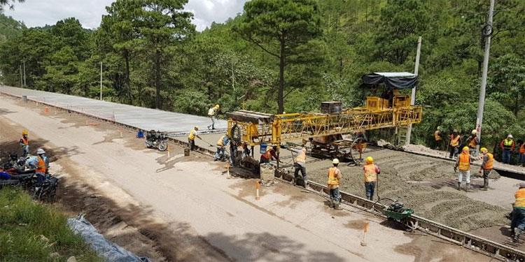 La fuente de financiamiento para el mejoramiento de este tramo carretero es el Banco Interamericano de Desarrollo (BID).
