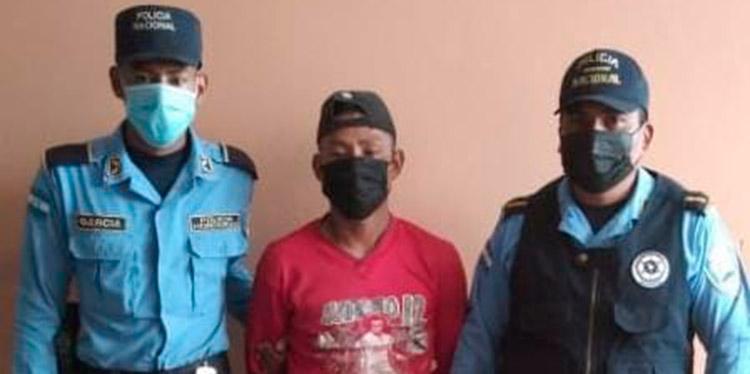 Denis Alexis López Vallecillo fue llevado ante el juez que ordenó su arresto, por el delito de violación.