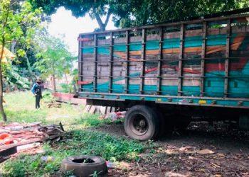 La víctima Antonia Ordóñez fue encontrada sin vida a la par de un camión por un niño, que de inmediato dio aviso a la familia.