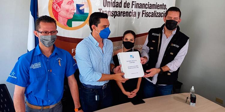 El informe fue recibido por el secretario general de la Unidad de Política Limpia, Emilio Hércules.
