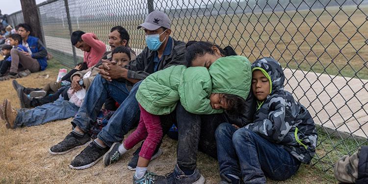 Un grupo de legisladores hispanos se reunieron el martes con el presidente estadounidense, Joe Biden, y le pidieron expandir un programa de asilo a menores de Centroamérica.   (LASSERFOTO AFP)