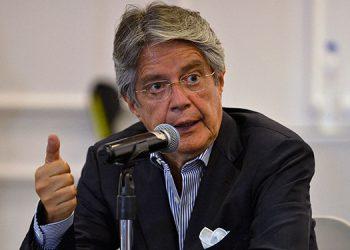 """El presidente electo Guillermo Lasso anunció un """"verdadero cambio"""" en Ecuador, tras poner fin a una era de la izquierda en el poder marcada por la figura del derrotado exmandatario socialista Rafael Correa. (LASSERFOTO AFP)"""