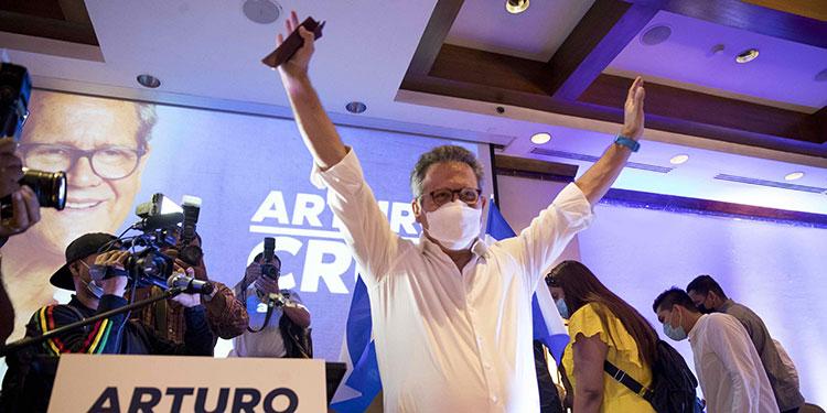 El exembajador nicaragüense en Estados Unidos Arturo Cruz Sequeira lanzó el lunes su precandidatura a la Presidencia de Nicaragua.  (LASSERFOTO EFE)