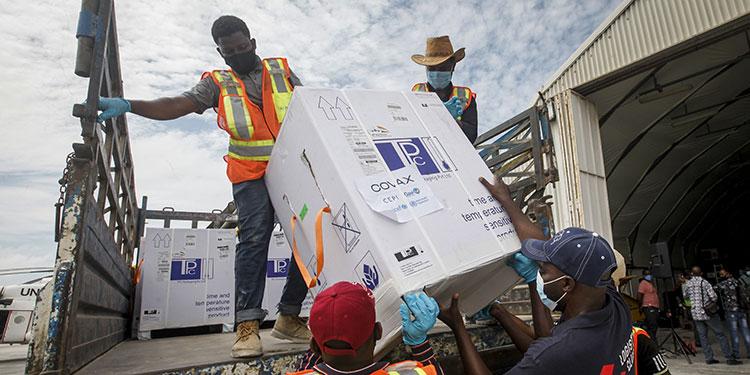 La OPS aseguró que los países de América Latina y El Caribe no han podido acceder de manera justa a las vacunas para combatir el COVID-19.   (LASSERFOTO AP)