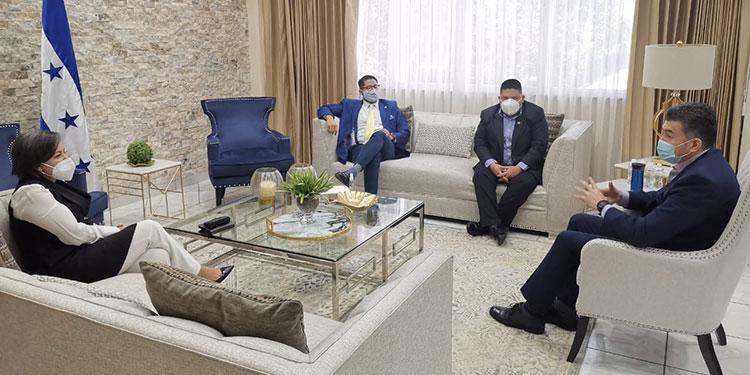 La reunión se dio en el despacho de la presidencia del Poder Judicial.