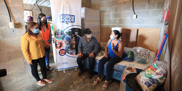 El Presidente Juan Orlando Hernández dijo estar contento por estar en San Manuel, entregándoles a los pobladores ayuda humanitaria.