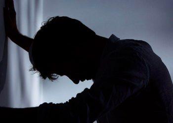 Forenses recomiendan a las familias estar alertas ante señales de depresión de un ser querido.