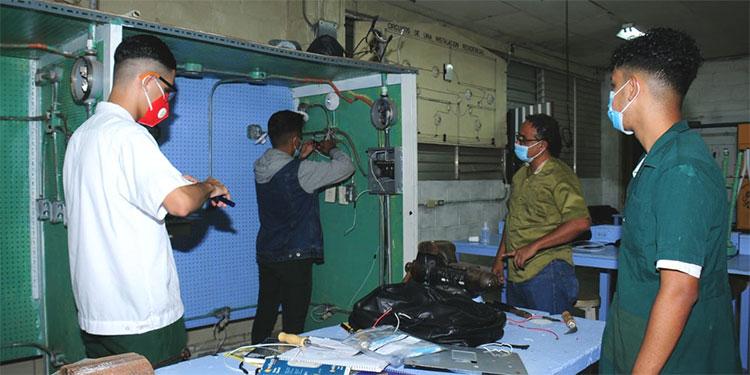 Como un programa piloto, comenzaron las clases semipresenciales en el Instituto Técnico Luis Bográn, para alumnos de último año.