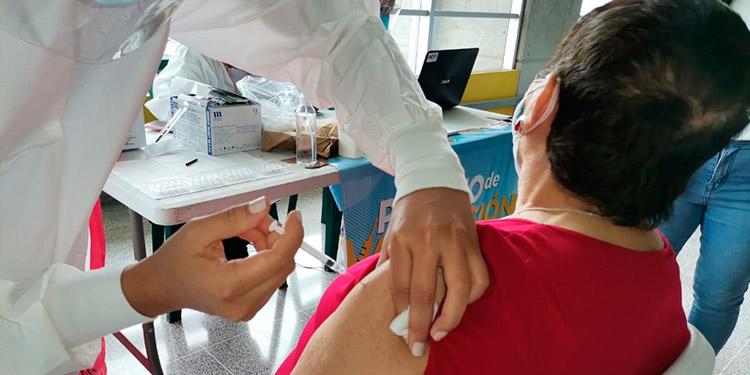 Las vacunas Sputnik V se aplicarán a 3,000 empleados del sistema de salud público y privado.