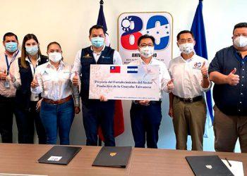 Es por ello, que a través de este proyecto planteado por el CDE Mipyme Valles de Comayagua, ante Senprende, se pretende dotar de bolsas especializadas de alta calidad para cubrir los frutos de guayaba.