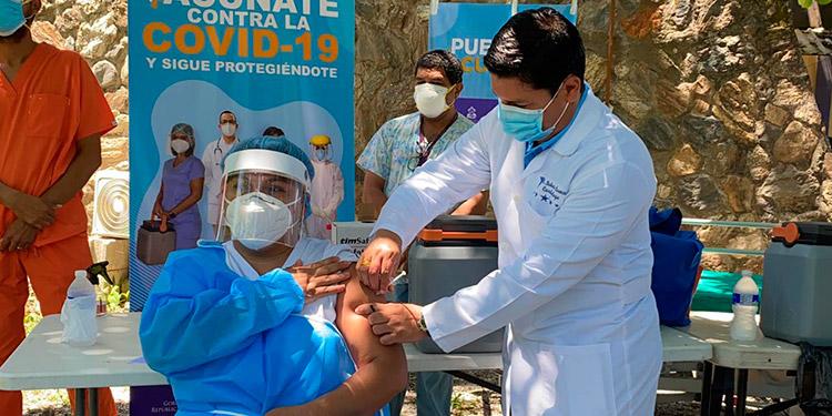 Cerca de 2,000 empresas se han interesado en la compra de la vacuna contra el COVID-19 para sus trabajadores.