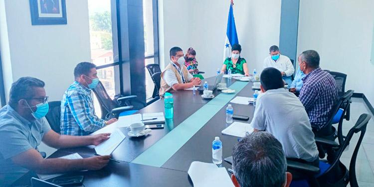 Veedores del Fonac, funcionarios y autoridades locales afinaron detalles del proceso de contratación de constructoras para las obras de protección en el Valle de Sula.