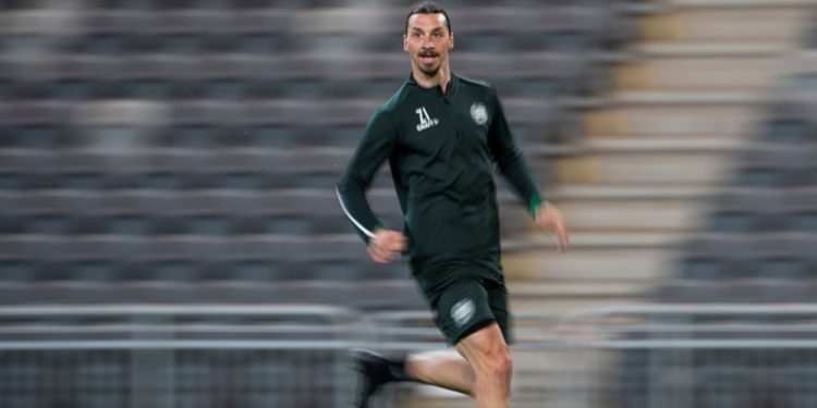 (FILES) In this file photo taken on April 17, 2020 AC Milan's Swedish forward Zlatan Ibrahimovic takes part in a training session of Swedish league team Hammarby IF at Tele 2 Arena in Stockholm. - AC Milan star Zlatan Ibrahimovic returned to Italy on May 11, 2020 after two months in his native Sweden, as Serie A prepares to resume group training in a week's time. (Photo by Jonathan NACKSTRAND / AFP)