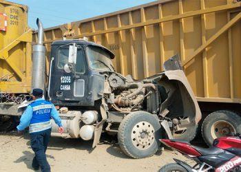 Un herido deja colisión entre dos camiones cañeros en San Manuel, Cortés