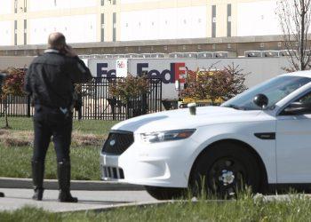 Policía identifica al autor del tiroteo en Indiana como extrabajador de FedEx
