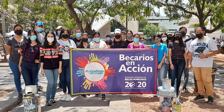 El programa de Becas Honduras 20/20 es un programa de fomento a la educación, cuyo objetivo es brindar oportunidades a los niños y jóvenes.