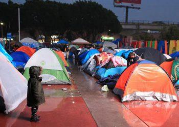 Fotografía cedida este lunes por Cofel (Colegio de la Frontera Norte) donde aparece un campamento de refugiados del Chaparral en la ciudad de Tijuana, Baja California (México). EFE/COFEL